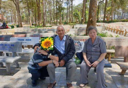 Tình già và những chuyến hành hương ý nghĩa